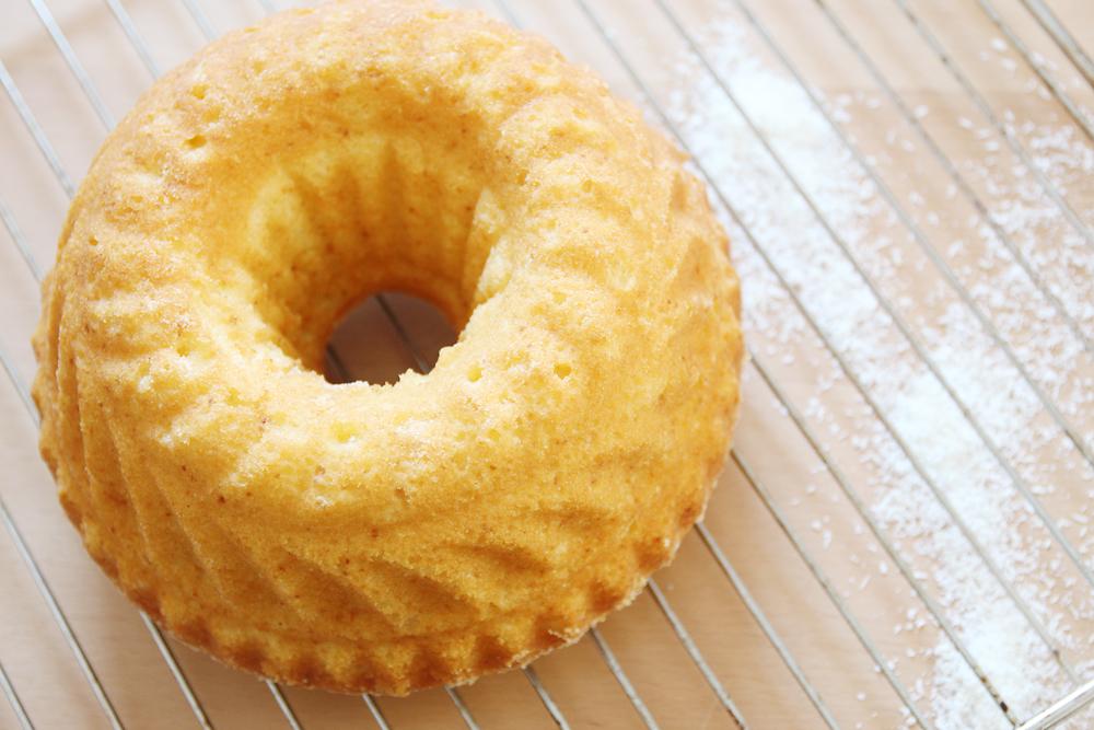 Rezept: Kokos Guglhupf mit Zitronenglasur