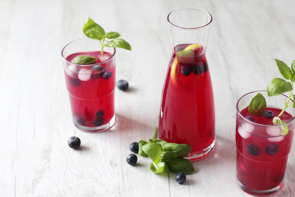 Rezept: Heidelbeer Blaubeer Basilikum Limonade / Fanfarella