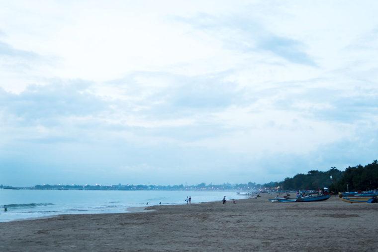 Jimbaran Beach / Fanfarella / https://www.fanfarella.at/traveldiary-10-tage-bali-und-zurueck